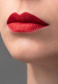 Korres - MORELLO MATTE LASTING LIP FLUID - Liquid lipstick - 53 red velvet - 2
