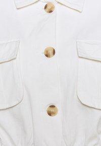 Missguided Petite - UTILITY POCKET SHACKET - Denim jacket - white - 2