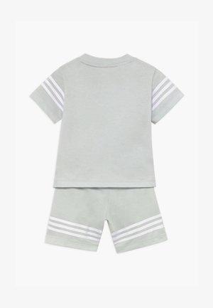 OUTLINE SET - Shorts - light grey