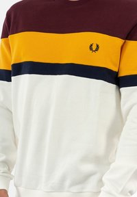 Fred Perry - Collegepaita - rouge - 3