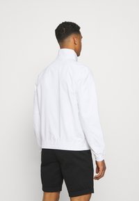 Tommy Jeans - ESSENTIAL CASUAL  - Summer jacket - white - 2
