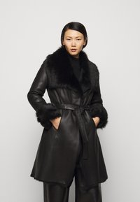 STUDIO ID - FLO SHEARLING COAT - Wollmantel/klassischer Mantel - black - 0