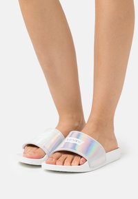 Levi's® - JUNE BATWING - Mules - silver - 0