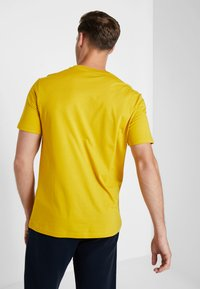 Champion - CREWNECK - T-shirt basic - mustard yellow - 2