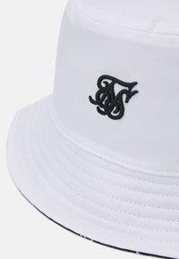 SIKSILK - BUCKET HAT UNISEX - Čepice - white/black - 3