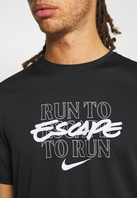 Nike Performance - MILER - T-shirt print - black - 4