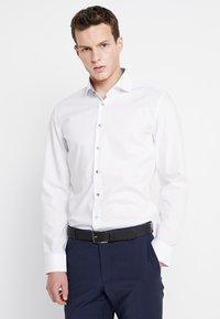 Seidensticker - SLIM SPREAD PATCH - Camisa elegante - weiß/grau - 0