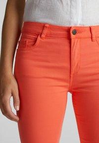 Esprit - CAPRI - Slim fit jeans - coral - 2