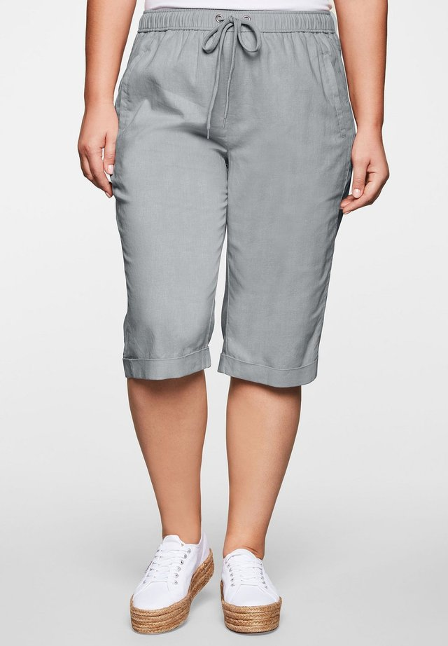 SHEEGO BERMUDAS - Short - hellgrau