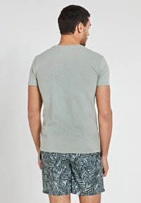 Shiwi - TROPICS PLACED PRINT - Print T-shirt - miami pistache - 2