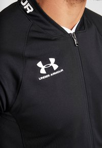 Under Armour - CHALLENGER III JACKET - Sportovní bunda - black/white - 4