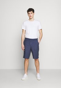 120% Lino - Shorts - dark blue fade - 1