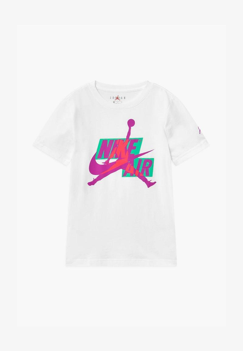 Jordan - JUMPMAN CLASSICS CREW - Print T-shirt - white/flashcrimson