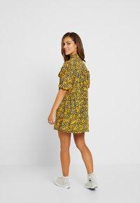 Topshop Petite - FLORAL PLEAT TRIM MINI DRESS - Košilové šaty - yellow - 3
