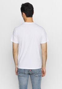 Levi's® - GRAPHIC CREWNECK TEE - Print T-shirt - serif white - 2