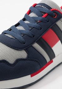 Tommy Hilfiger - Sneakers laag - blue/grey - 2