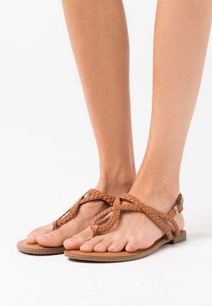 ARIAA - Sandály s odděleným palcem - cognac paris