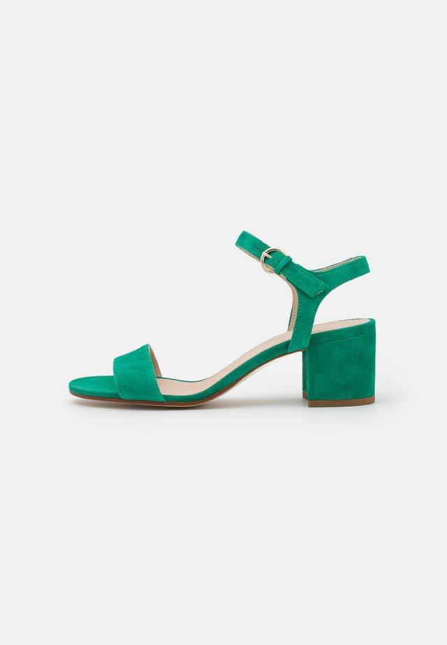 ABRIGA - Sandalen - vert