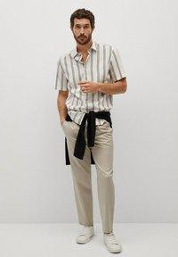 Mango - Camisa regular-fit fluida rayas - Camisa - blanco - 1