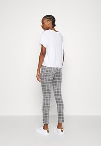 Even&Odd - Checked Leggings - Leggingsit - black/white - 2