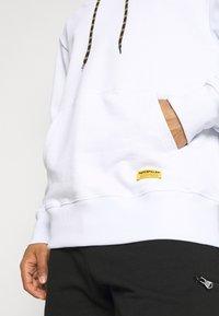 Caterpillar - SMALL LOGO HOODIE - Sweatshirt - white - 5