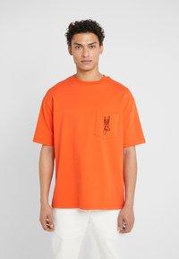 Tonsure - WILLIAM - Camiseta estampada - orange - 0