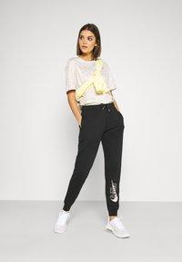 Nike Sportswear - PANT - Teplákové kalhoty - black - 1