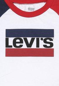 Levi's® - RAGLAN TEE BABY - Långärmad tröja - white - 3
