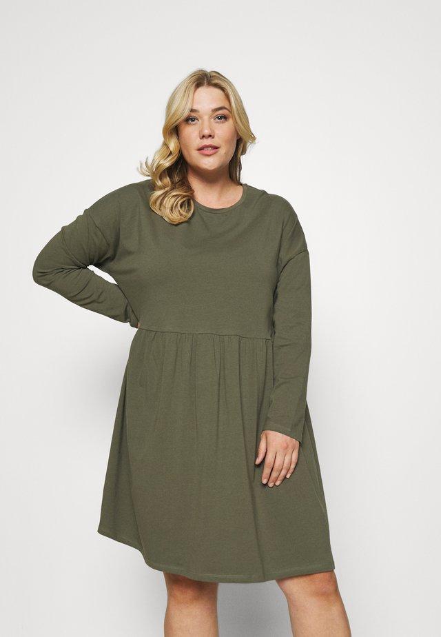 NMKERRY DRESS - Žerzejové šaty - kalamata