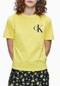 Calvin Klein Jeans - Print T-shirt - solar yellow - 0
