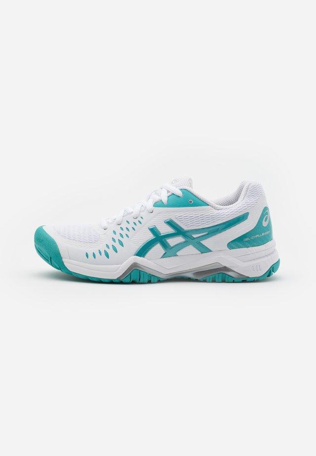 GEL-CHALLENGER 12 - Scarpe da tennis per tutte le superfici - white/techno cyan