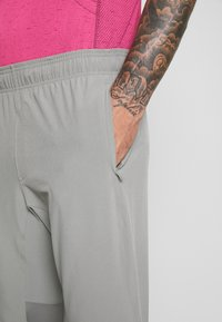 Under Armour - HYBRID - Tracksuit bottoms - gravity green/black - 4