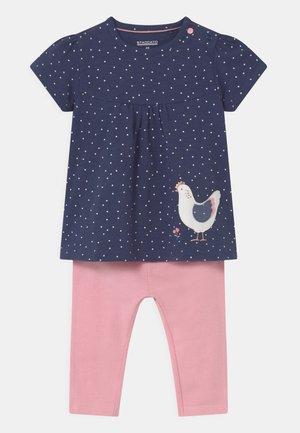 SET - T-shirt print - dark blue/light pink