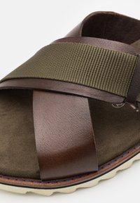 Bugatti - LIMON - Mules - dark brown/dark green - 5