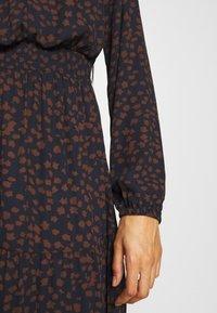 ONLY - ONLJERRY DRESS - Vestito estivo - peacoat/toffee - 4