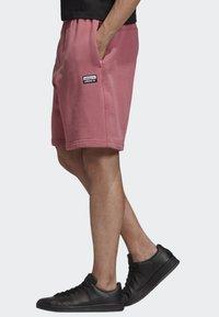 adidas Originals - R.Y.V. SHORTS - Shorts - pink - 2