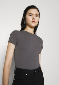 Nly by Nelly - PERFECT CROPPED TEE - Basic T-shirt - off black - 3
