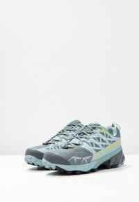 La Sportiva - AKYRA WOMAN GTX - Trail running shoes - slate/sulphur - 2