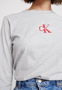 Calvin Klein Jeans - MONOGRAM EMBROIDERY LONG SLEEVE - Top s dlouhým rukávem - light grey heather - 5