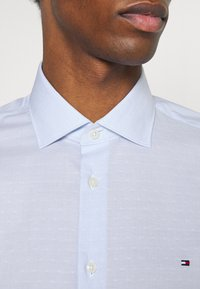Tommy Hilfiger Tailored - STRIPE DOBBY - Formal shirt - classic blue - 3