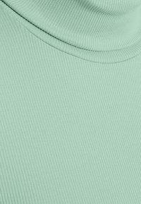 Pieces Petite - PCBIRDIE HIGH NECK - Long sleeved top - jadeite - 2