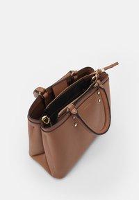PARFOIS - BAG SNATCH - Handbag - camel - 2