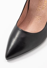 Tamaris Heart & Sole - COURT SHOE - Korolliset avokkaat - black - 2