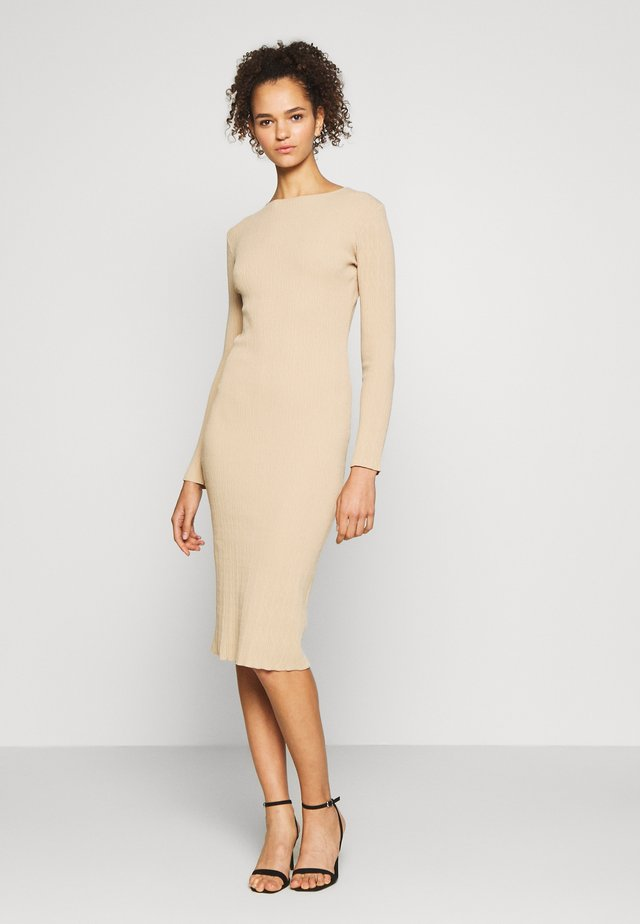 TALLTEXTURED CUT OUT LONG SLEEVE DRESS - Neulemekko - tan
