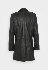 Goosecraft - KAI COAT - Krátký kabát - black - 7