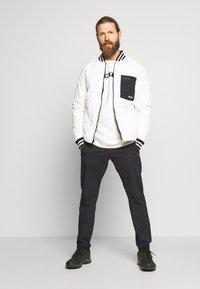 Burton - VAULT CREW - Sweater - stout white - 1