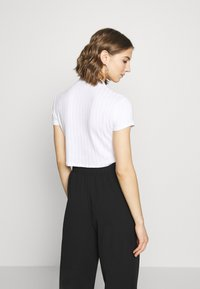 Cotton On - MOCK NECK TEXTURE SHORT SLEEVE - T-shirt imprimé - white - 2
