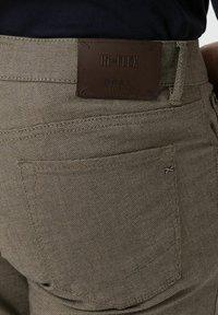 BRAX - CHUCK - Trousers - beige - 3