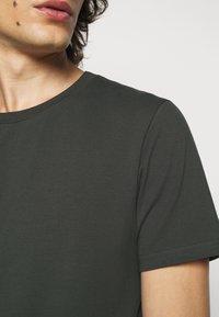 Filippa K - TEE - Basic T-shirt - dark spruce - 5