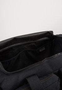 Nike Performance - UTILITY M DUFF - Sports bag - black/track red - 4
